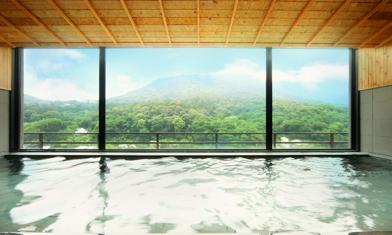 画像:飛天宿泊者専用・展望風呂「八雲の湯」